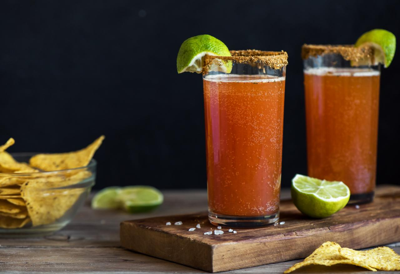 4 bebidas chilenas: pisco sour, piscola, fanshop e michelada